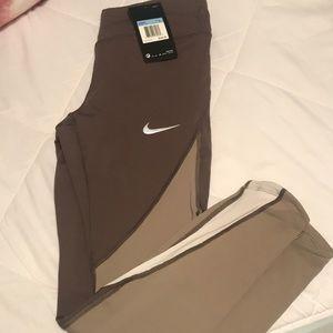 NWT Nike epic lux leggings
